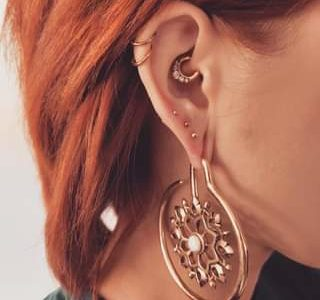 Wie findet ihr diese Kombi von @piercings_by_jasmin? Zeigt mal her eure Ohren  A…