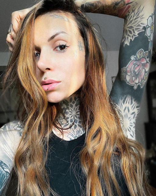 Ashley-oder-Medusa-Piercing-welches-bevorzugst-du-sarahrose_tattoo